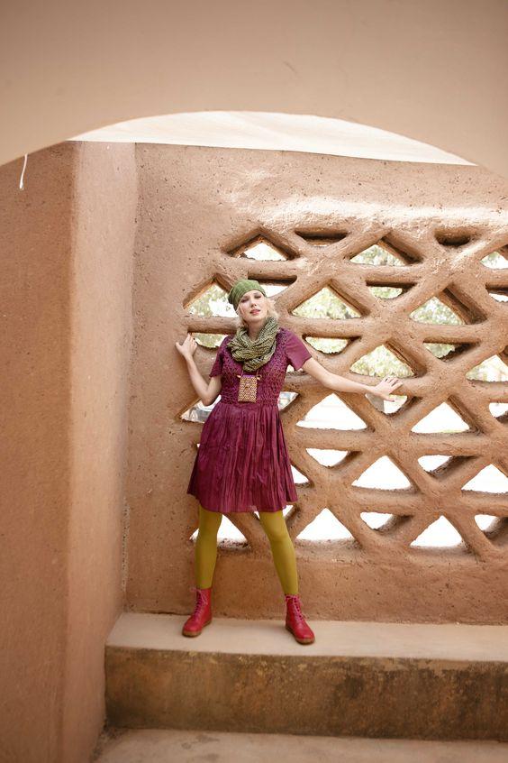 Gudrun Sjödéns Herbstkollektion 2014 - Der leicht gecrinkelte Stoff mit den garngefärbten Karos des karierten Kleides aus Öko-Baumwolle ist zusätzlich überfärbt. Mehr unter: http://www.gudrunsjoeden.de/Kleider--40057d.html