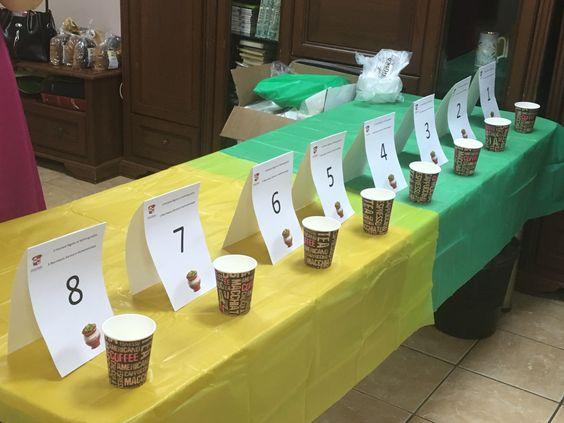 Подготовка столов с номерами участников