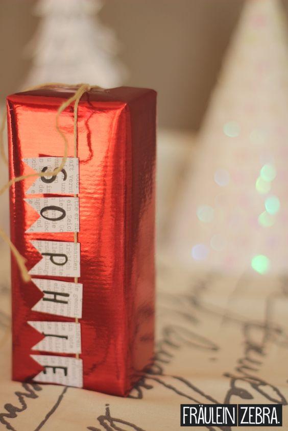 Geschenkverpackung mit Wimpeln aus alten Buchseiten | Wrap your gifts with bunting made of old books!