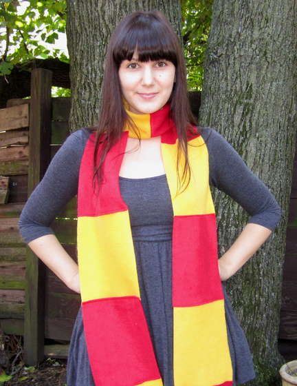 How to make your own Hogwarts House Scarf. :D