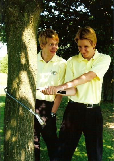 I am in love with this picture! James and Oliver Phelps<3
