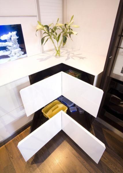 Unieke hoek-lades in een strakke witte keuken. Zo kun je de ruimte ...
