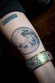 Lune r aliste tatouages pinterest la lune - Tatouage pleine lune ...
