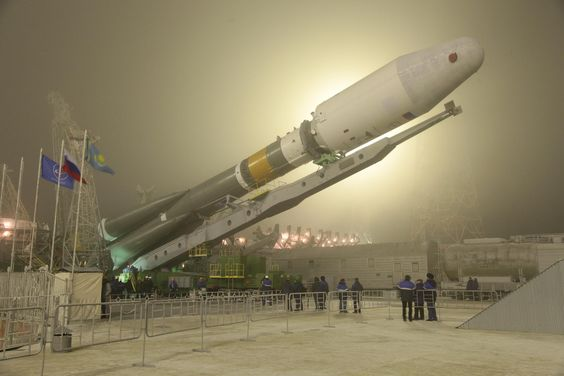 Soyuz 2-1b booster with Resurs P2