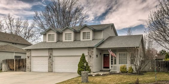 Just Listed Seller Is Offering 2000 Flooring Allowance With A Full Price Offer Open Floor Plan Fireplace And Ge Nc Real Estate Open Floor Plan Real Estate