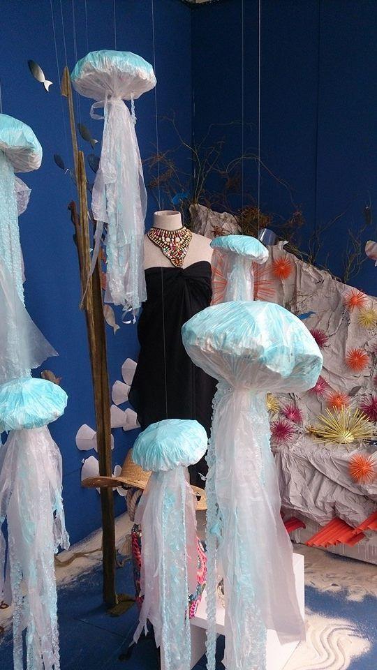 Medusas hechas de materiales reutilizados como papel y for Plastico para impermeabilizar lagunas