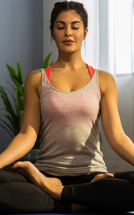Jacqueline Fernandez Doing Yoga  IMAGES, GIF, ANIMATED GIF, WALLPAPER, STICKER FOR WHATSAPP & FACEBOOK