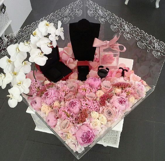 Wedding Gift Box Dubai : explore wedding troaseau moes wedding and more florists dubai crochet