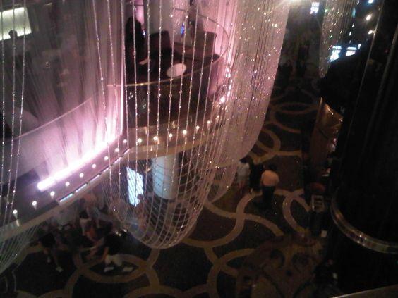 Chandelier bar(Vegas)