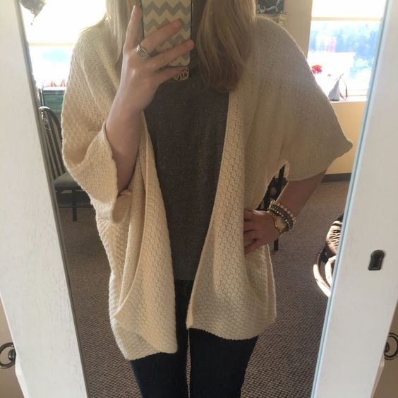 XXI oversized sweater Beautiful cream and so cozy! 100% acrylic. Excellent condition no pulls or holes! Forever 21 Sweaters Cardigans