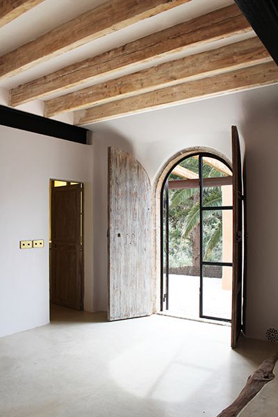 Rustic industrial vibe, by Moredesign.es More. COME SEE MORE Rustic Spanish Villa Interior Design Inspiration!