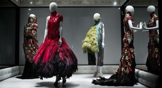 Looks da expo de McQueen (Foto: Camila Guerreiro)
