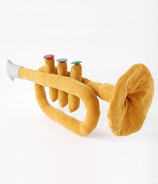 """Lisa Sanchis. Trompette en tissu. création originale. campagne publicitaire """"Livret A Kipouss"""". Caisse d'Epargne. février 2011."""