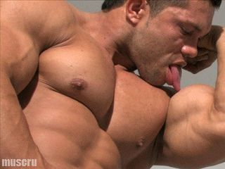 musclebear30grrrrrr, look those biceps and chest….follow me onhttp://musclebear30.tumblr.com/archive