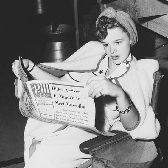 Judy Garland reads the newspaper.