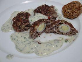 Ingredientes:   8 ovos codorna cozidos e descascados  1 cebola média ralada  200 gr de carne moída  1 ovo inteiro  1 colher de sopa de far...