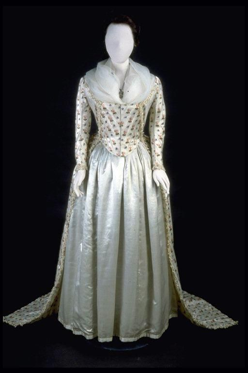 C 1790 Robe A L Anglaise Museum Of London 18th Century Fashion Vintage Gowns Historical Fashion