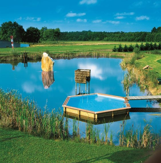 Une piscine hors sol en plein tang une image unique la for Piscine en hauteur