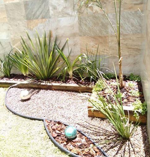 10 Ideas Para Arreglar Tu Jardin Con Poco Dinero Decorar Y Mas En 2020 Diseno De Jardin Jardines Jardin Minimalista