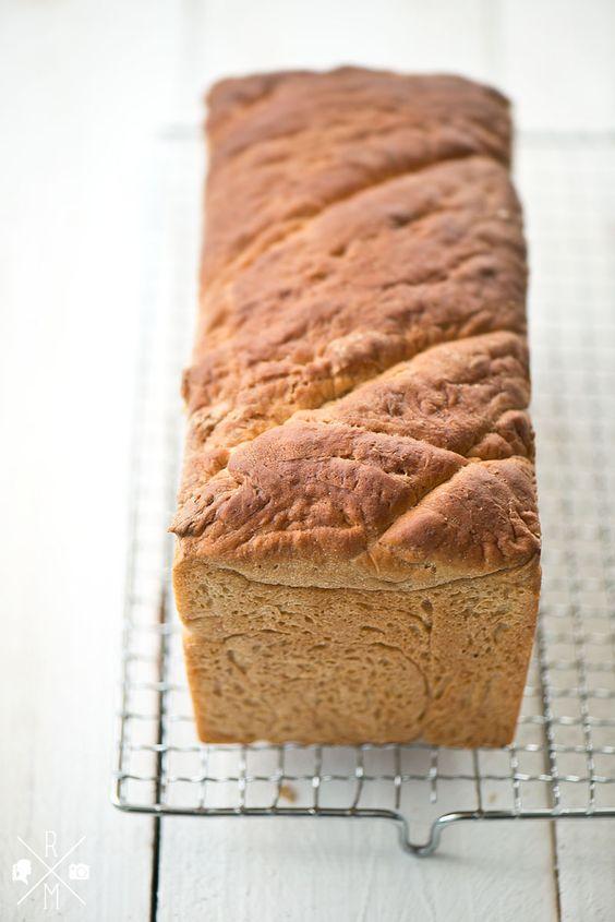 Selbst gebackenes Toastbrot mit Dinkelmehl | relleomein.de #vegan