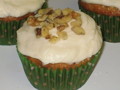 Mag-Pie's & more: Hummingbird Cupcakes with Cream Cheese Frosting | T...