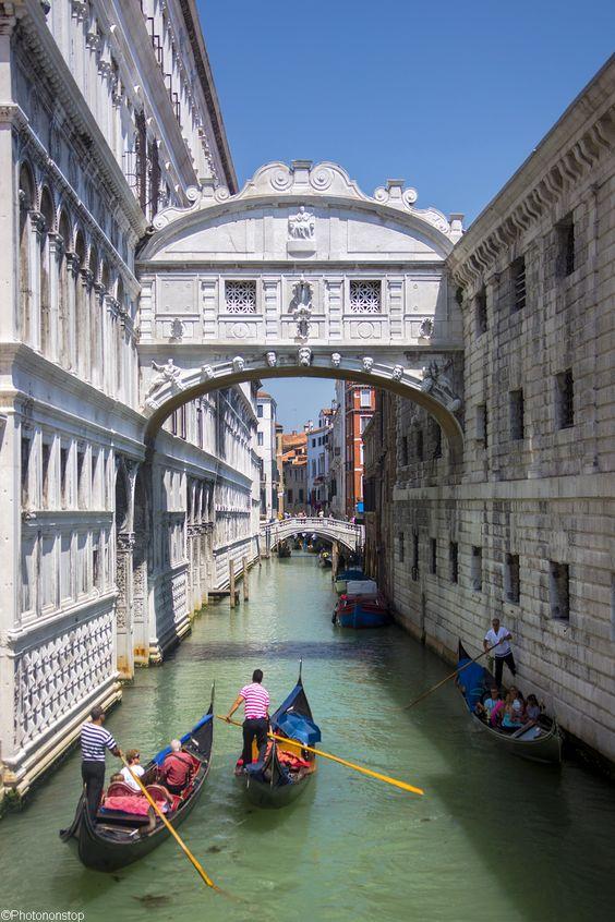 Le Pont des Soupirs, Venise, Italie (The Bridge of sighs, Venice, Italy)