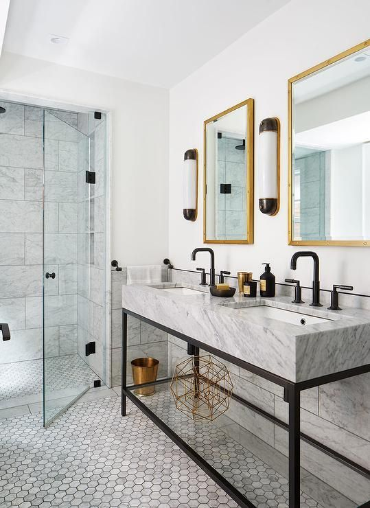 Classic And Modern Black White And Marble Master Bathroom Gold Fixtures High Contrast Trendy Bathroom Tiles Black Bathroom Decor Black Faucet Bathroom