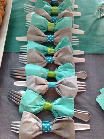 Idée déco pour les couverts de table pour une baby shower garçon