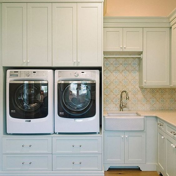 Laundry room with cabinetry painted #HollingsworthGreen HC-141. Design by @fourchairsfurniture #laundryroom
