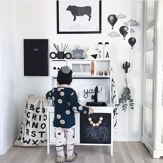 Always stylish at @josefinidadanielsson 👆 And the nearly black hot air balloons among graphite grey clouds looks extra sharp👋 Thank you @josefinidadanielsson for all your inspiration❕💘 ➖➖➖➖➖➖➖➖➖➖ #stickstay #stickers #wallstickers #barnrum #kidsroom #barnrumsinredning #kidsdecor  #finabarnsaker #kidsinterior #kidsdesign #greywall #barneroom #inspirationforpojkar #kidsinspo #kidsdeco #nordsjöfärg #kidsperation #walldecals #decals #decorforkids #kinderzimmer #hotairballoon #luftballonger: