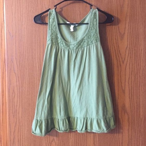 Hunter Green Aeropostale Tank Hunter green Aeropostale tank with floral texture around neck line. Good condition, not work many times, nice casual top for summertime. Aeropostale Tops Tank Tops