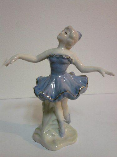 delicada bailarina em porcelana.