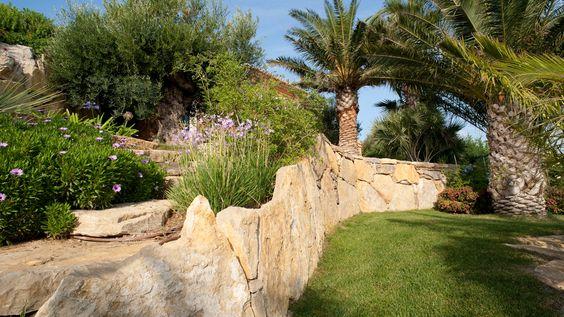 Magnifique mur en pierres naturelles natural stone for Enrochement paysager