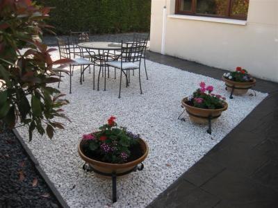 Jardines con piedras decorativas buscar con google for Piedras decorativas jardin