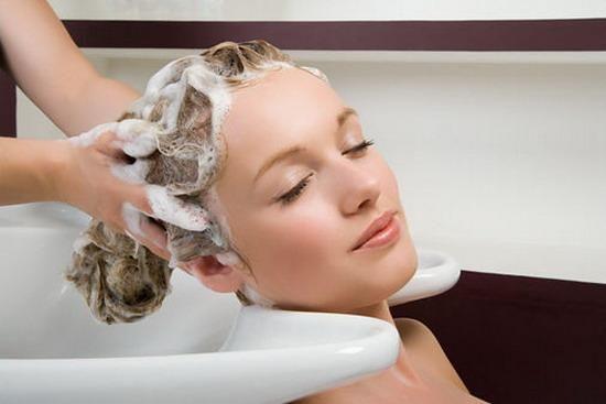 Giải đáp thắc mắc duỗi tóc bao lâu thì có thể gội đầu