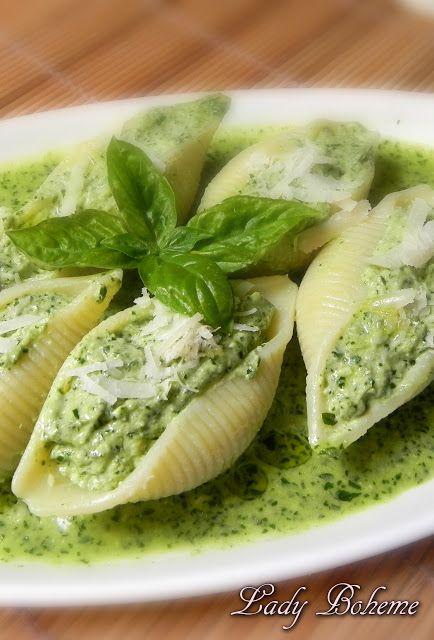 Italian Food - Conchiglioni ripieni di ricotta e pesto al basilico: