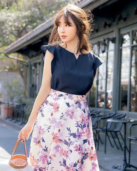 花柄スカートのかわいい小嶋陽菜