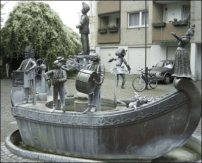 Brunnen_Berbuer.gif (402×325) Narrenschiff