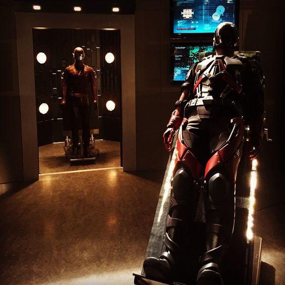 brandon routh the atom | Brandon Routh enfile le costume d'Atom pour Arrow
