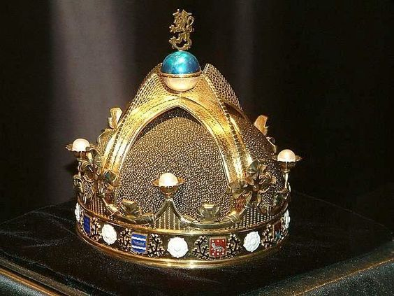 The design of the never used Crown of Finland.