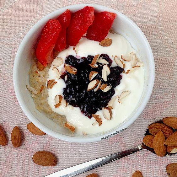 My Casual Brunch: Papas de aveia com iogurte grego e doce de arandos...