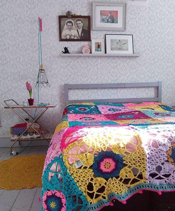 #home #myhome #crochetblanket #crochet #crochetaddict #rusticlacesquare #fullofcolors #vintage #love by kotburry