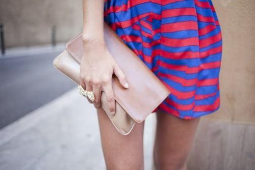 Une fille, une jupe