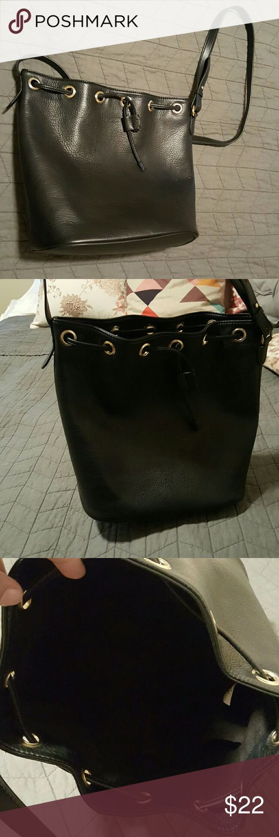 Bucket bag-handbag From old navy, stimulated leather, black, plush & fabulous for a non leather bag, roomy, could wear crossbody or shoulder. EUC Old Navy Bags Shoulder Bags