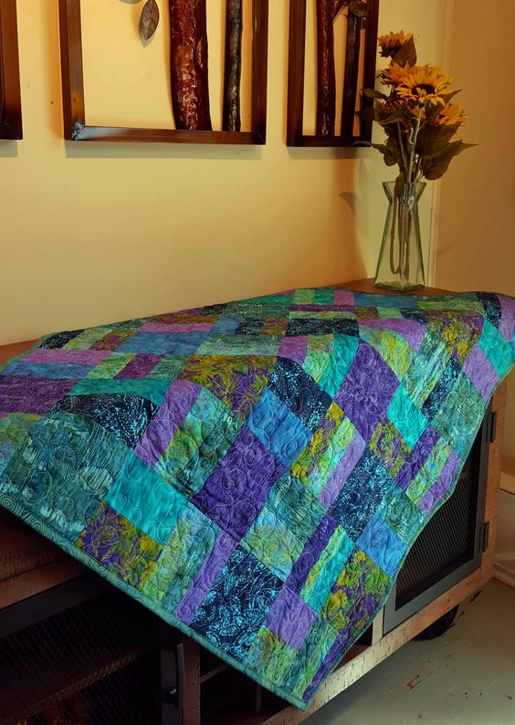 Lovely quilt from Island Batiks and a quick pattern.