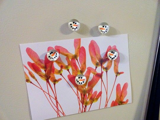 Snowman Magnets using glass pebbles.  Cute!