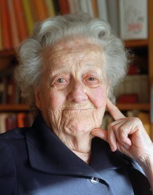 Germaine Tillion, Née en 1907 et morte en 2008. Son premier acte de résistance est de donner les papiers de sa famille à une famille juive qui sera protegée jusqu'a la fin de la guerre . Le 13 Aout 1942 elle se fait arreter et déporter à Ravensbruck (camps de concentration) d'ou elle échappe de peu à la mort . A.D.C