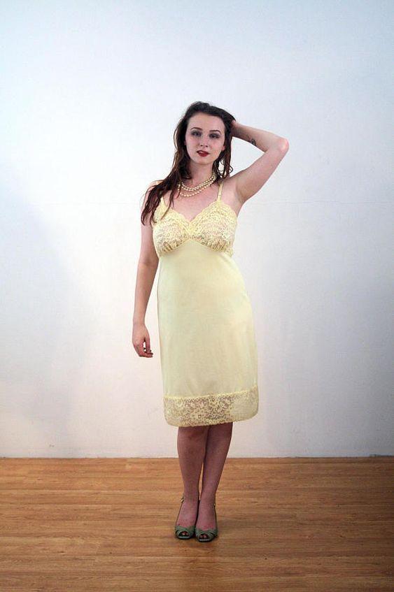 2c1de0c24940 Pin de Jaime Poque en Enaguas | Vintage lingerie, Yellow lace y Lace ...
