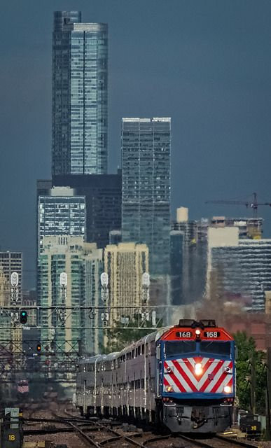 How do you get to Chicago, Illinois, by train?