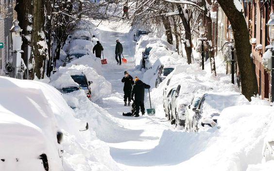 Поларна олуја затрпала оковала ледом и снегом амерички северозапад (фото галерија)  Масивна олуја је букално затрпала снегом и ледом северозападни део америчког континента. Погледајте фото фалерију. Србија данас snow-houses_2477269ksnow-planes_2477305ksnow-on-camera_2477270kcentral-park-sleds_24772